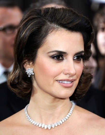 Penelope's 50s style hair is gorgeous, and perfectly complements the