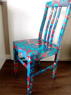 niebieskie krzesło decoupege DIY inspiracje