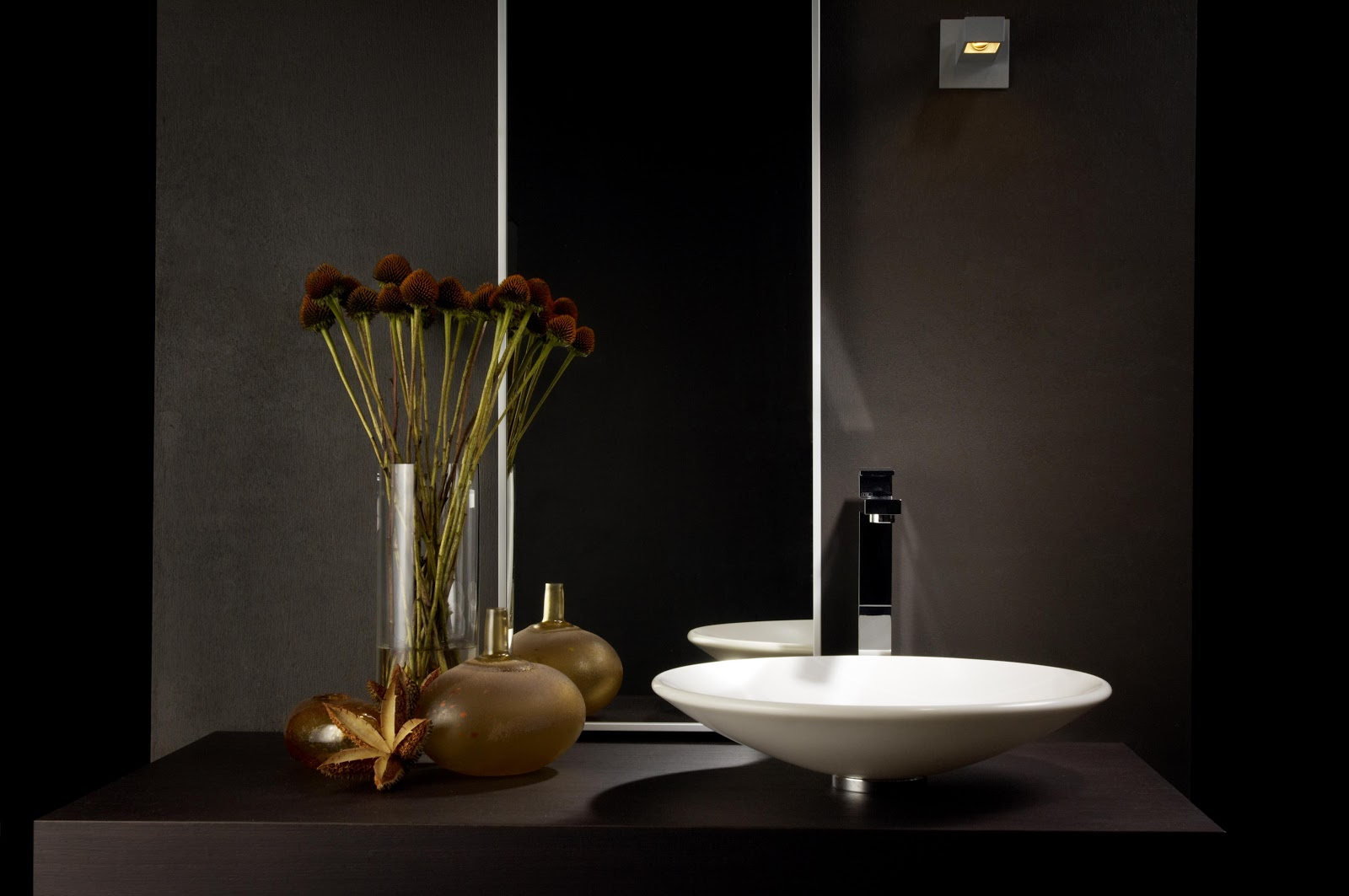 Minosa: Classic hand basin made with quality material