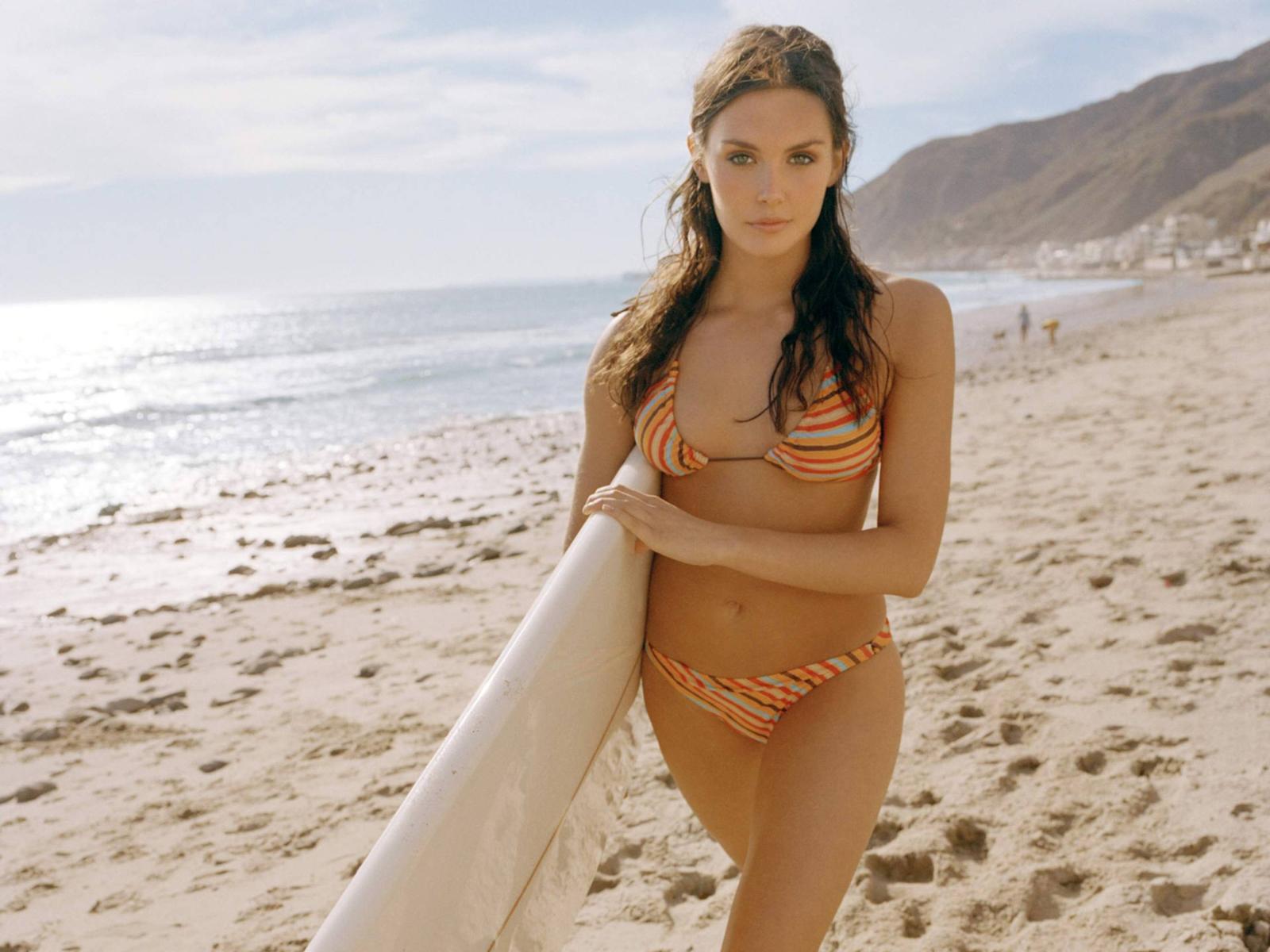 http://1.bp.blogspot.com/-3m1GNXD6LeU/USJqN6WSNqI/AAAAAAAAzVc/xI0ScVyL55o/s1600/taylor_cole_sexy_bikini_desktop_wallpaper_42399_raj.jpg