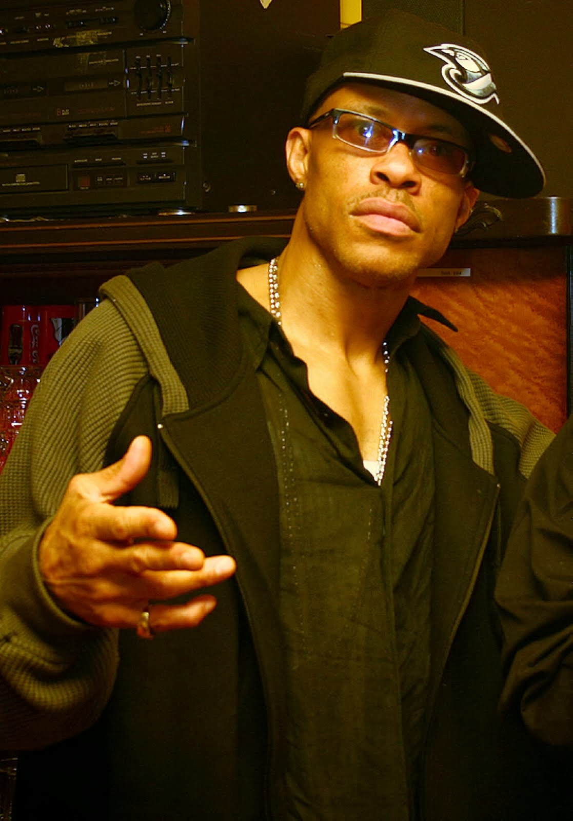 In Memoria Guru Gang Starr Nascimento: 17 de julho de 1961-Falecimento: 19 de abril de 2010