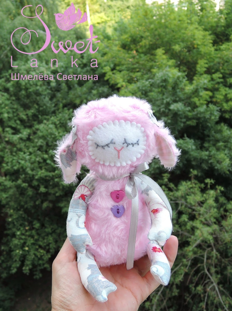 маленькая розовая овечка