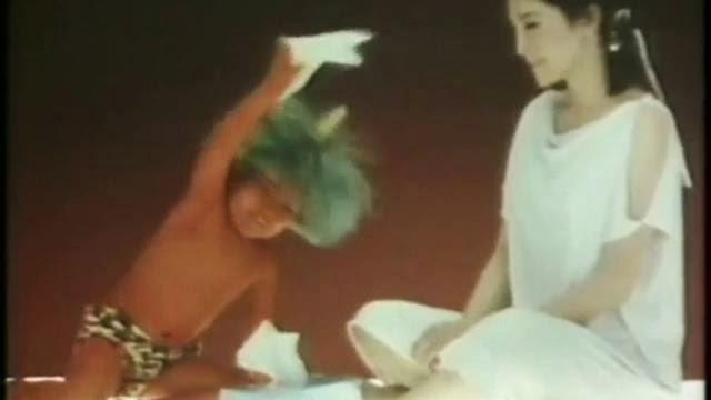 Publicité de Kleenex bizarre avec un ptit nain au cheveux vert