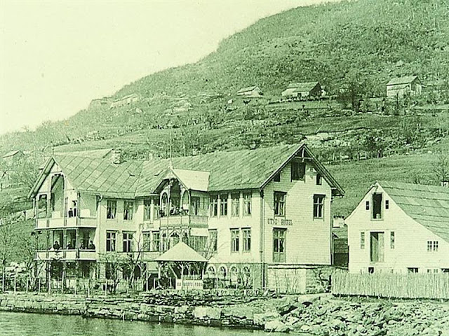 1890 brought about a much larger expansion effort transforming its shape into a grander fjord hotel.