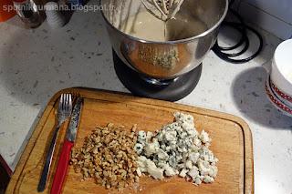 Закусочный пирог с грецкими орехами и рокфором-приготовление