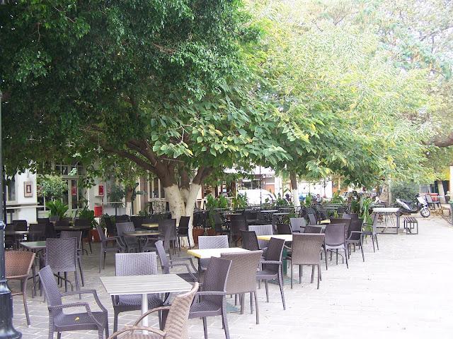 """Hanya'da Splantzia Meydanı'nda """"zamane"""" kahvehaneleri"""