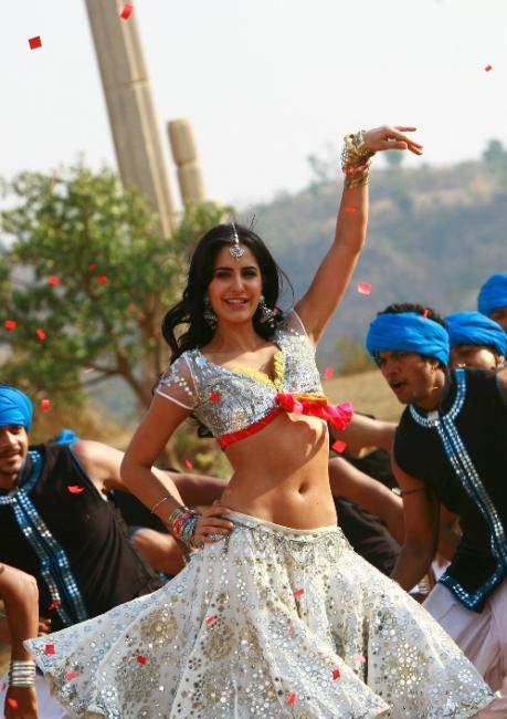 Hot Katrina's Sheila Ki Jawani Navel Show Images   Katrina's Tees Maar