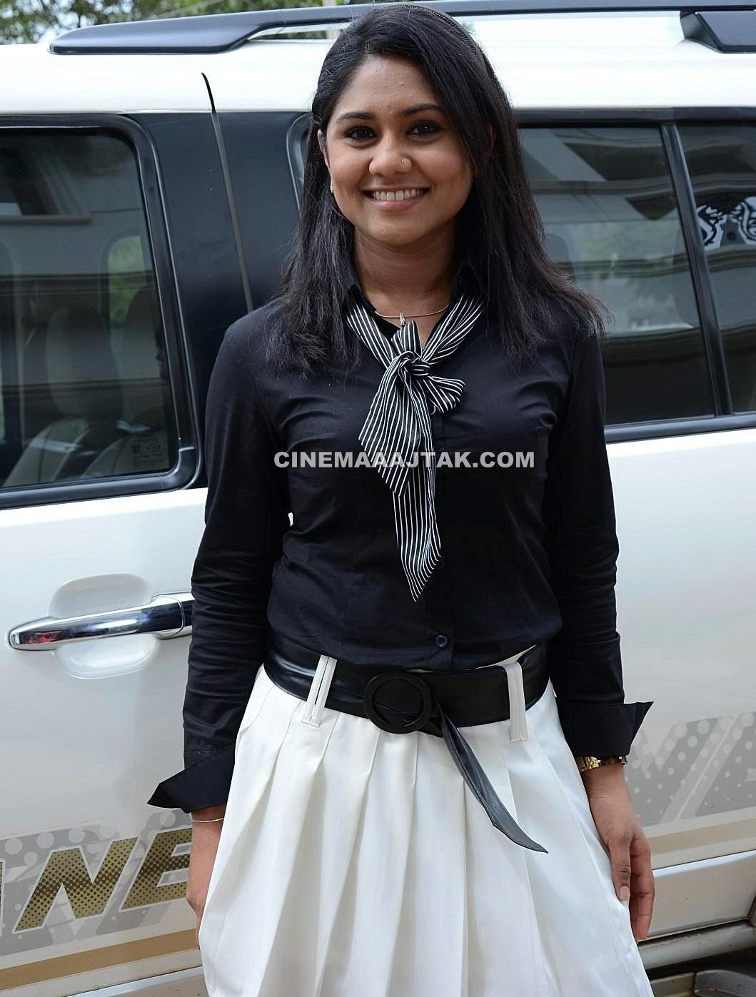 http://1.bp.blogspot.com/-3mw03v6gGpo/TpILdiPPrPI/AAAAAAAAEoE/aj-TwB1qkkY/s1600/Actress+Punnagai+Poo+Gheetha+Exclusive+Images+%25285%2529.jpg
