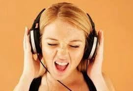 Mendengarkan Musik Terlalu Keras
