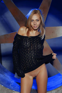Twerking blondes - rs-0002-707973.jpg