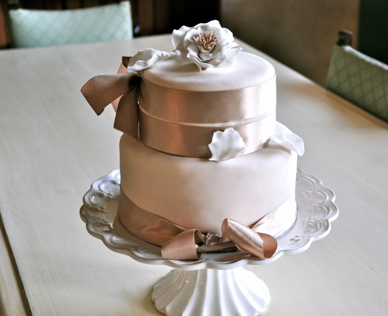 Rozanne\'s Cakes: Small two tier wedding cake