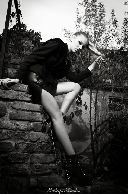 http://modapestrada.blogspot.ro/2013/11/misterious-black-incendiary-white-femmes.html