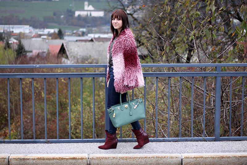 outfit-trend-fashionblogger-minkpink-fluffy-jacke-fakefur-fauxfur-asos-pink-rosa-burgund-highwaist-jeans-supertrash-boots-stiefel-tasche-hermes-birkin-grün-ebay
