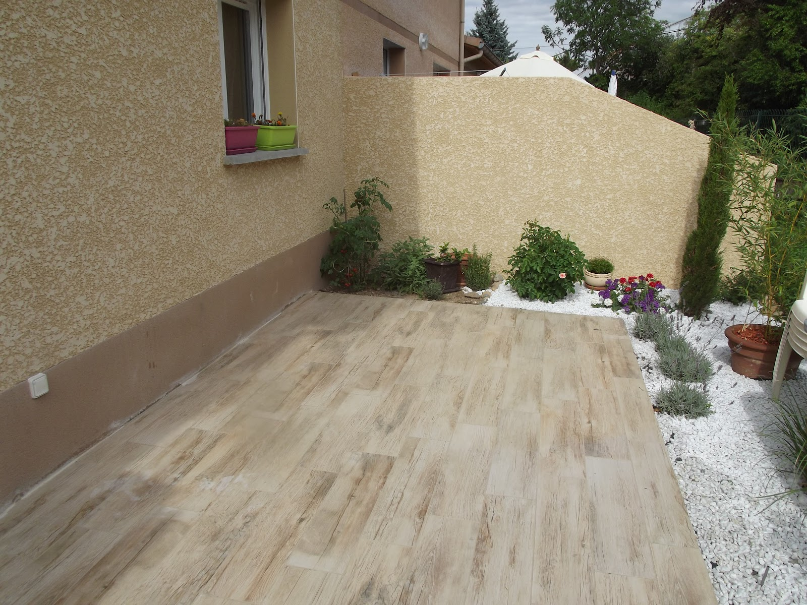 Concept carrelage cr ation terrasse avec des carreaux for Pose de carrelage sur terrasse