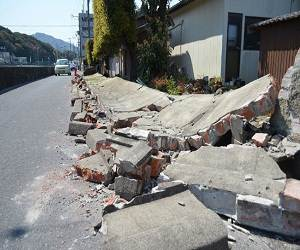 Japan_earthquake_2013_damage_photo