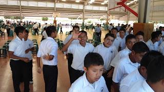 Niños saliendo de misa