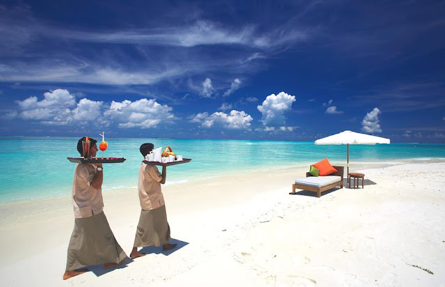 Passion for luxury luxury island hideaway maldives for Small luxury beach resorts