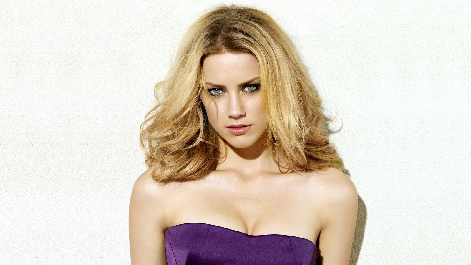 http://1.bp.blogspot.com/-3oir1QplG6w/Tx7QzNtIHpI/AAAAAAAAC_U/1WoDlP9bgKg/s1600/amber-heard-sexy-2011-1080p.jpg