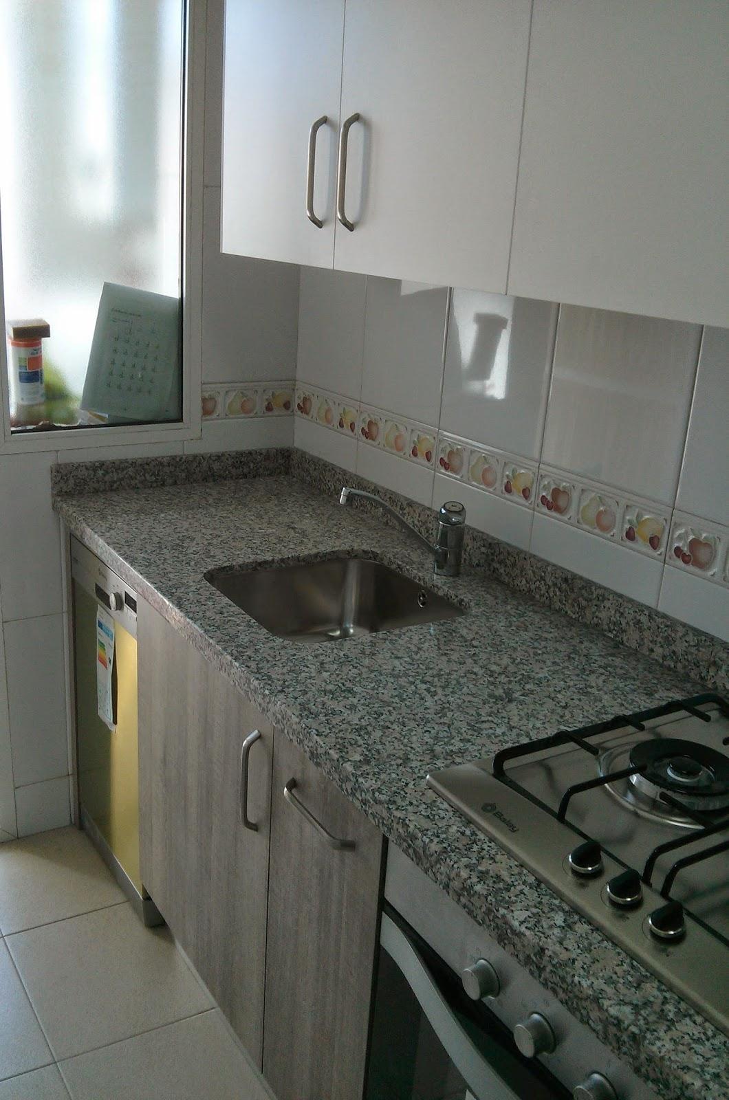 Carpinteria los molinos cocina tahon laminado roble gris for Modelos de muebles de cocina altos y bajos
