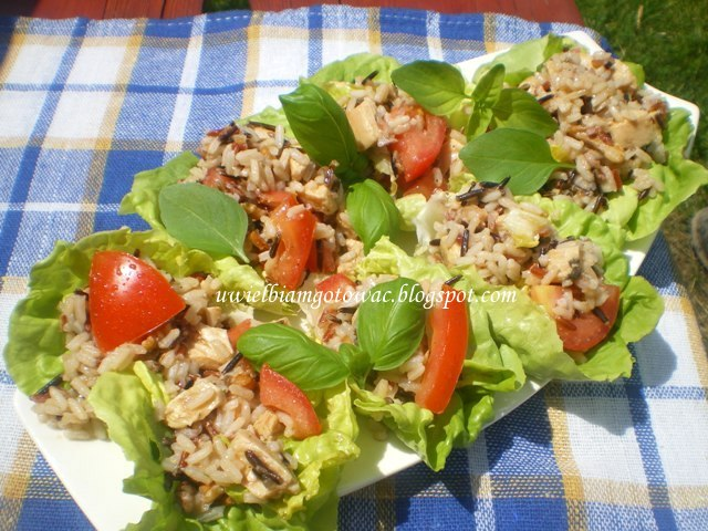 Sałatka z ryżem, kurczakiem i pomidorami