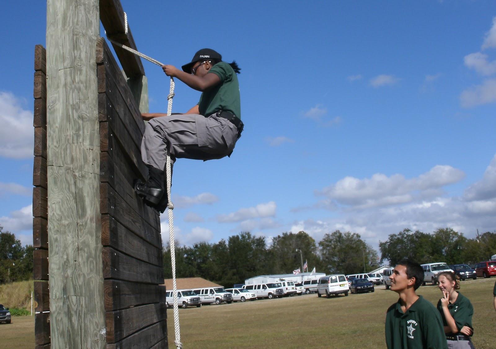 http://1.bp.blogspot.com/-3p5u1cWxS7k/UMJE-HYEhnI/AAAAAAAABZA/-ei9DRq9FHI/s1600/wall+climb.JPG