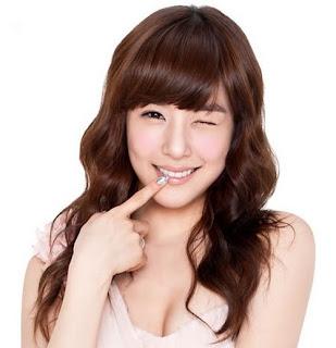 Rambut+Bergelombang+Ala+Korea+Wanita Model Gaya Rambut Pria dan Wanita Terbaru