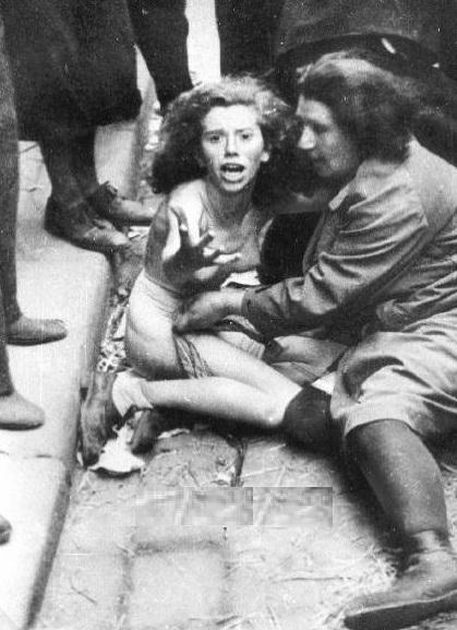 Foto na História: MÃE E FILHA JUDIAS, HUMILHADAS POR ALEMÃES: http://fotonahistoria.blogspot.com/2012/05/mae-e-filha-judias-humilhadas-por.html