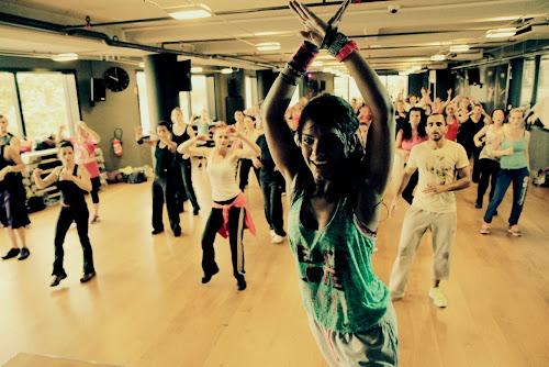 Veja benefícios da Zumba, aula aeróbica movida a ritmos latinos