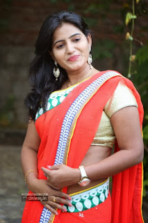 Tanusha-Stills-at-Shrujan-Hand-Embroidered-Exhibition-Launch