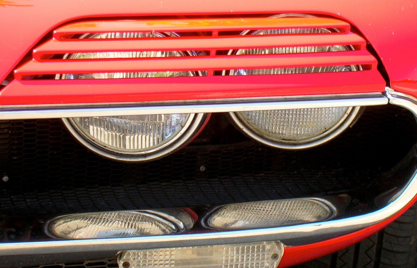 http://1.bp.blogspot.com/-3po4hnjQVyE/UAaE3MkU4RI/AAAAAAAAD9c/B48R-cFpe00/s1600/Alfa-Romeo+Montreal+V8.jpg