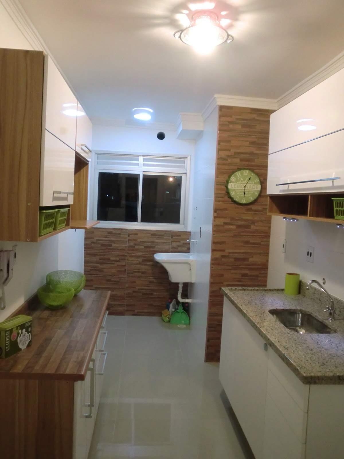 Reforma do Apartamento Antes e Depois da Cozinha do Apartamento  #465D2A 1200 1600