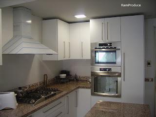 Ramproduce proyectos de cocina y otros - Cocinas blancas con granito ...