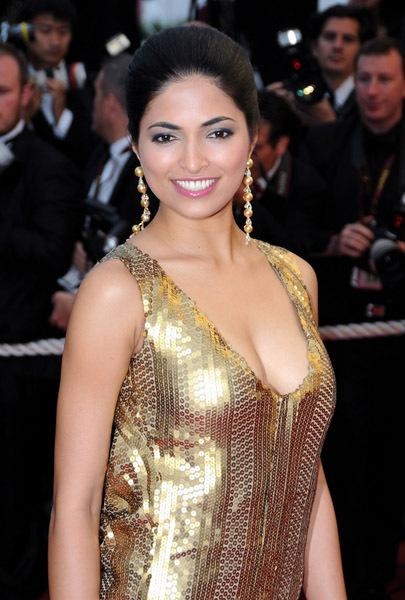 PARVATHI OMANAKUTTAN in Golden Dress1 - PARVATHI OMANAKUTTAN Hot in Golden Dress on Red Carpet