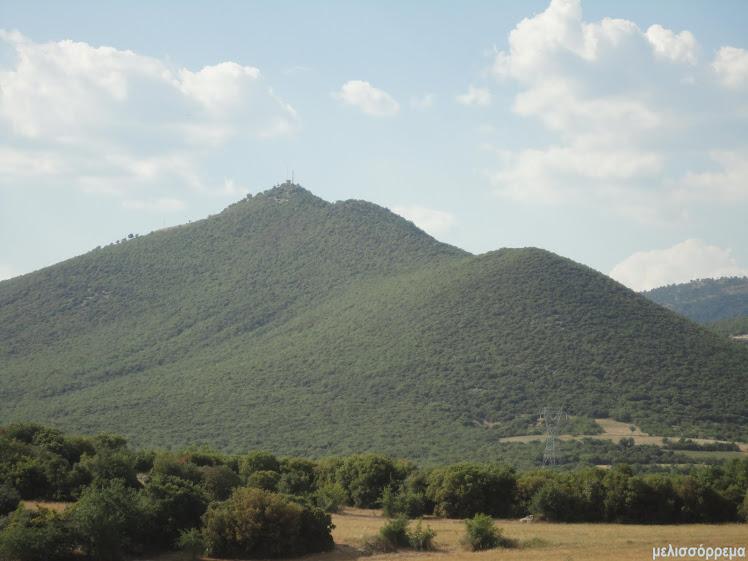 ο Γκύρναβος με τη Βυζαντινή  βίγλα στην κορυφή του