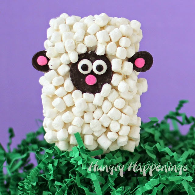 Easter Rice Krispie Treat Lamb Pops | HungryHappenings.com