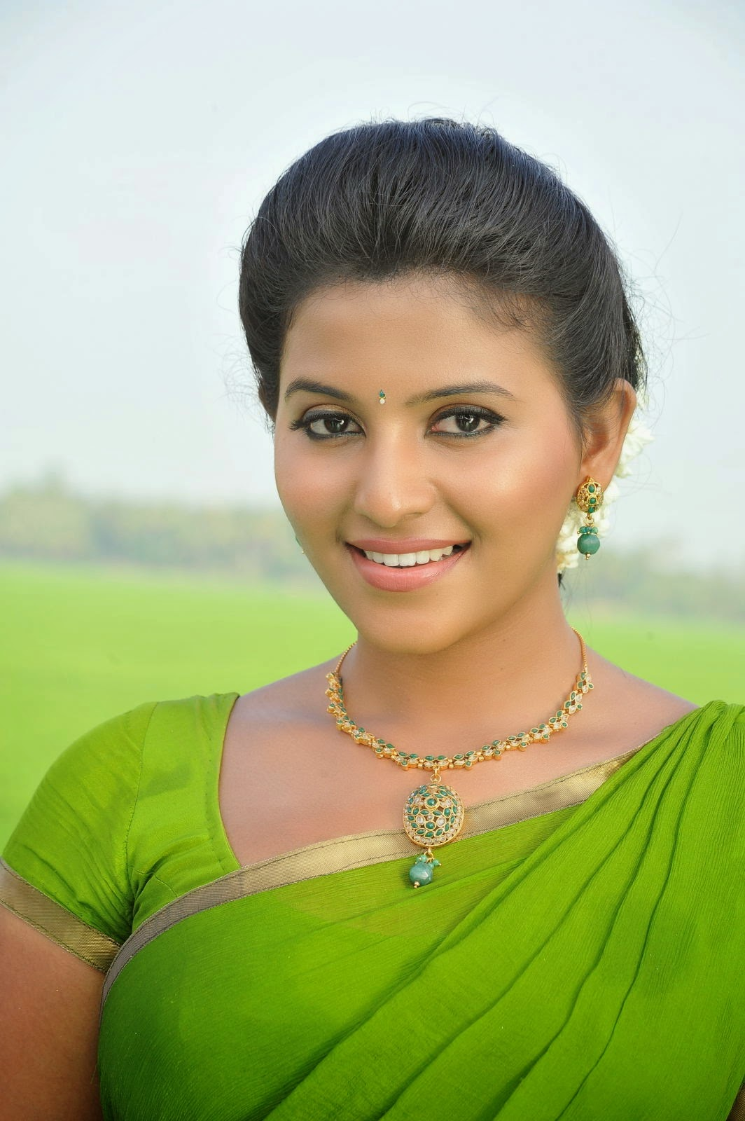 Anjali HD Hot Saree Pictures | Anjali Half Saree Images ...