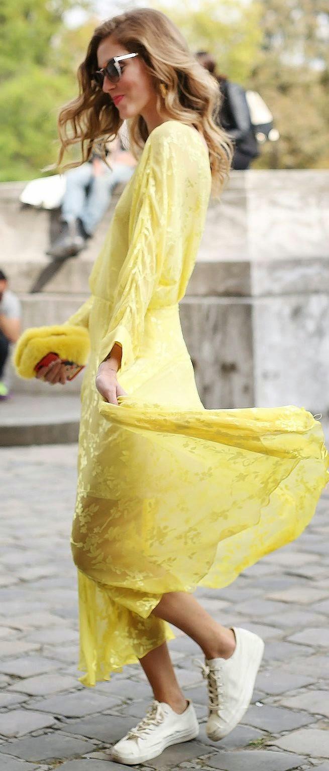 Moda de rua - Vestido amarelo