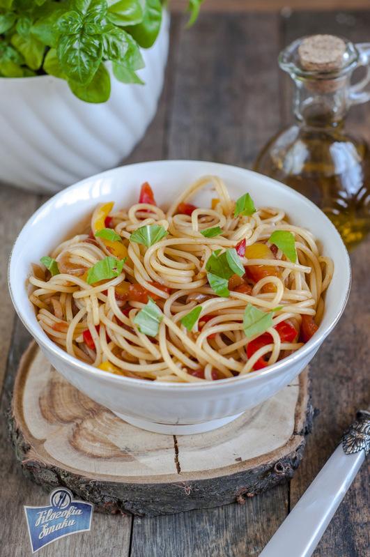Spaghetti z papryką przepis