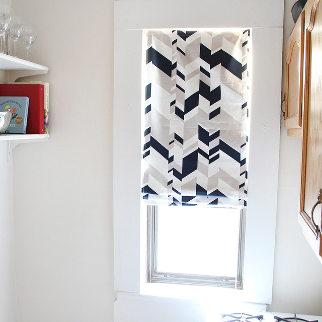 Tutorial for making Roman shades out of mini blinds!