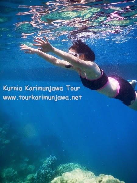 wisatawan bogor saat snorkeling