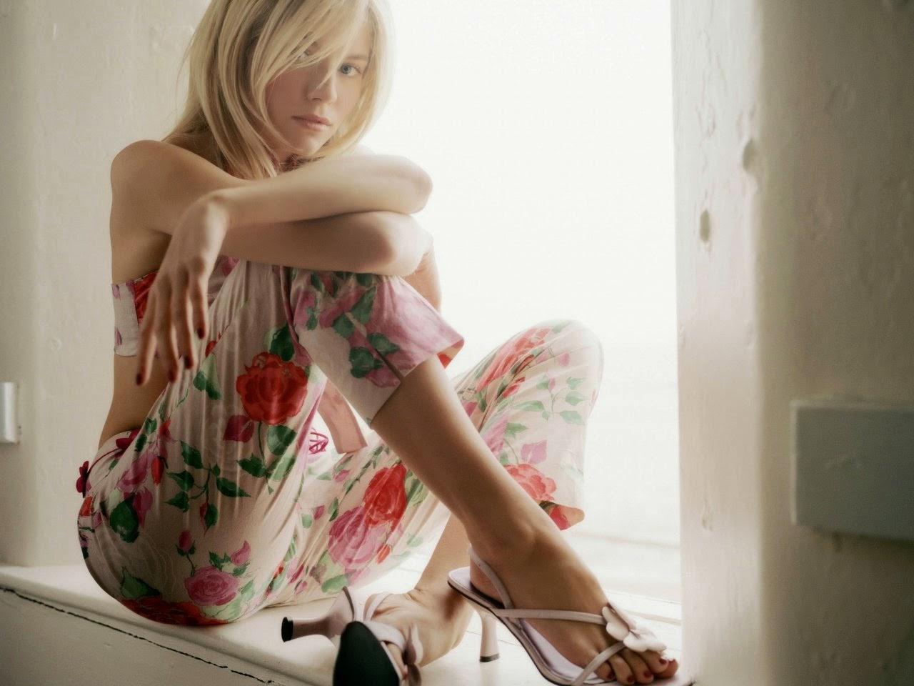Sienna Miller sexy