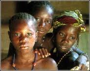 les femmes autour du monde la condition de la femme en afrique. Black Bedroom Furniture Sets. Home Design Ideas
