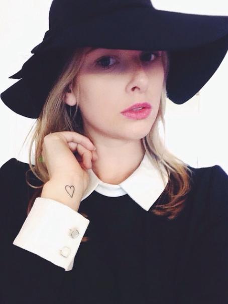 k-fashion-clothing-schwarzes-nonnenkleid