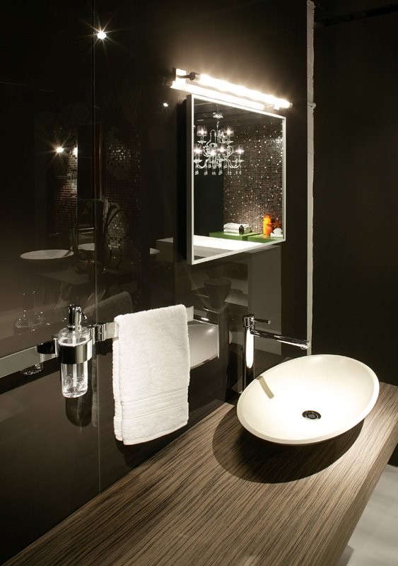 Ovo Washbasin On Milana Drawer Unit With Colourback Glass Wall Panels