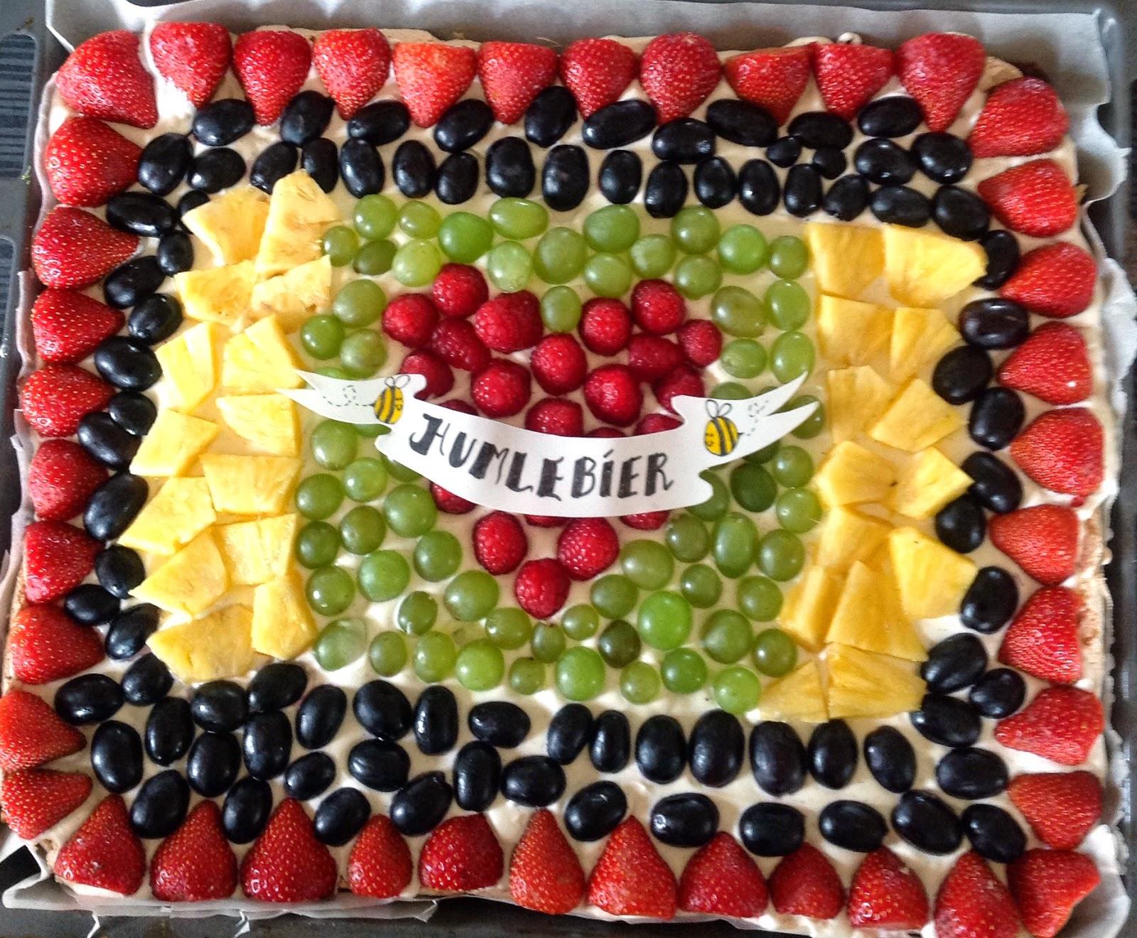 kage med creme fraiche og frugt