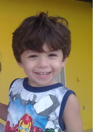 garoto sorridente
