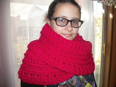 http://collettaskitchensink.blogspot.com/2015/10/make-it-monday-katniss-cowl-102615.html