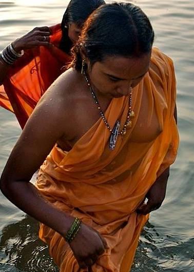 Desi Aunties Wet Nude Pictures indianudesi.com
