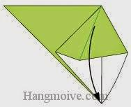 Bước 4: Gấp cho đỉnh hai mép tờ giấy chạm vào nhau.
