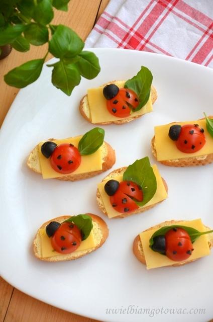 Biedronki z pomidorków i oliwek